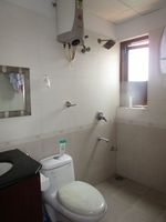 13M5U00247: Bathroom 1