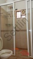 10A4U00195: Bathroom 3
