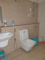 15J1U00354: Bathroom 1