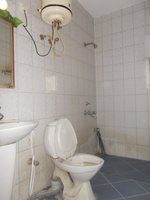 14J1U00197: Bathroom 2