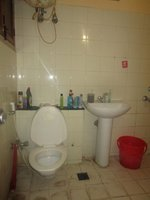 13NBU00207: Bathroom 2