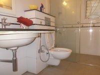 13S9U00310: Bathroom 3
