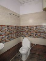 13A4U00276: Bathroom 2