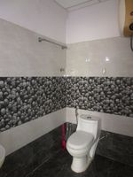 13A4U00276: Bathroom 1