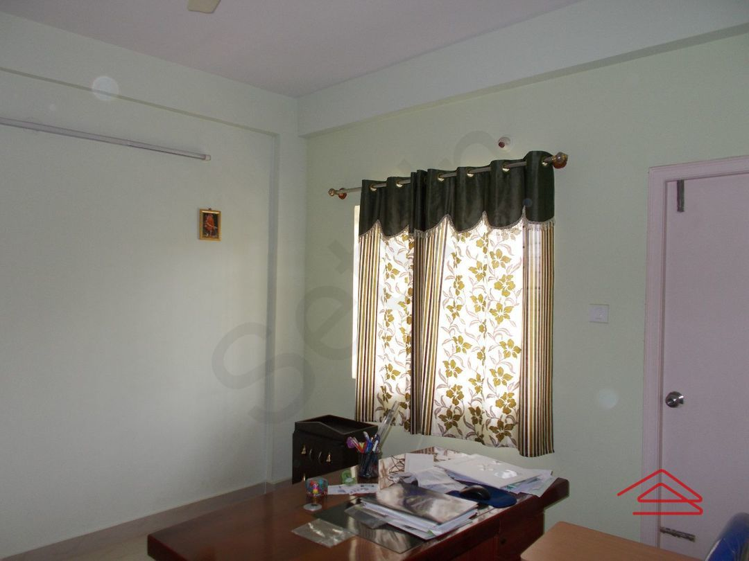 12J6U00379: Bedroom 1
