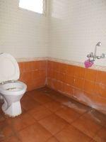 12DCU00001: Bathroom 1