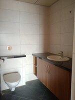15J7U00007: Bathroom 1