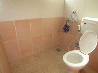 13M5U00552: Bathroom 2