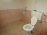 13M5U00552: Bathroom 1