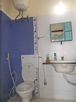 15J1U00357: Bathroom 2