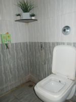 13J6U00554: Bathroom 1