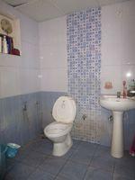 10A8U00040: Bathroom 1