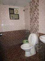 10A8U00040: Bathroom 2