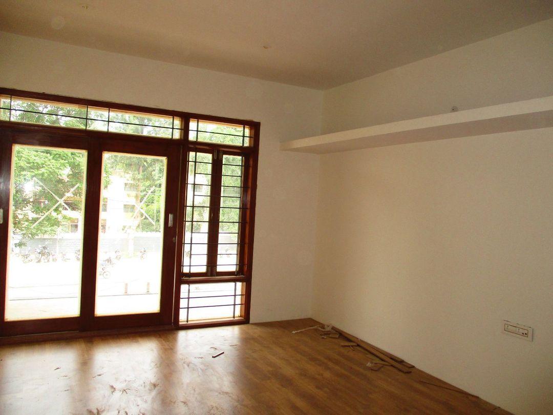 10J7U00016: Bedroom 1