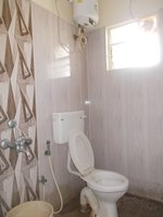 13S9U00373: Bathroom 2