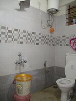15J7U00173: Bathroom 1