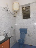 13NBU00216: Bathroom 1