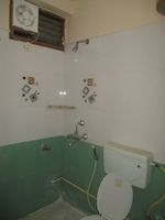 12M3U00200: Bathroom 1