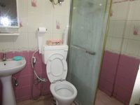 13M5U00206: Bathroom 1