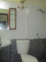 15A8U00222: Bathroom 2