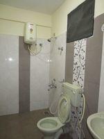 13M3U00086: Bathroom 1