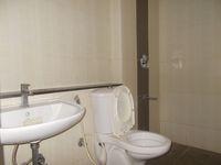 13J7U00259: Bathroom 1