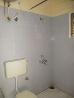 11DCU00400: Bathroom 1