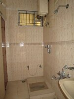 15J1U00457: Bathroom 3