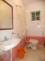 13M5U00394: Bathroom 1