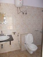 13M3U00379: Bathroom 1
