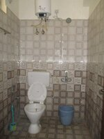 15S9U01107: Bathroom 3