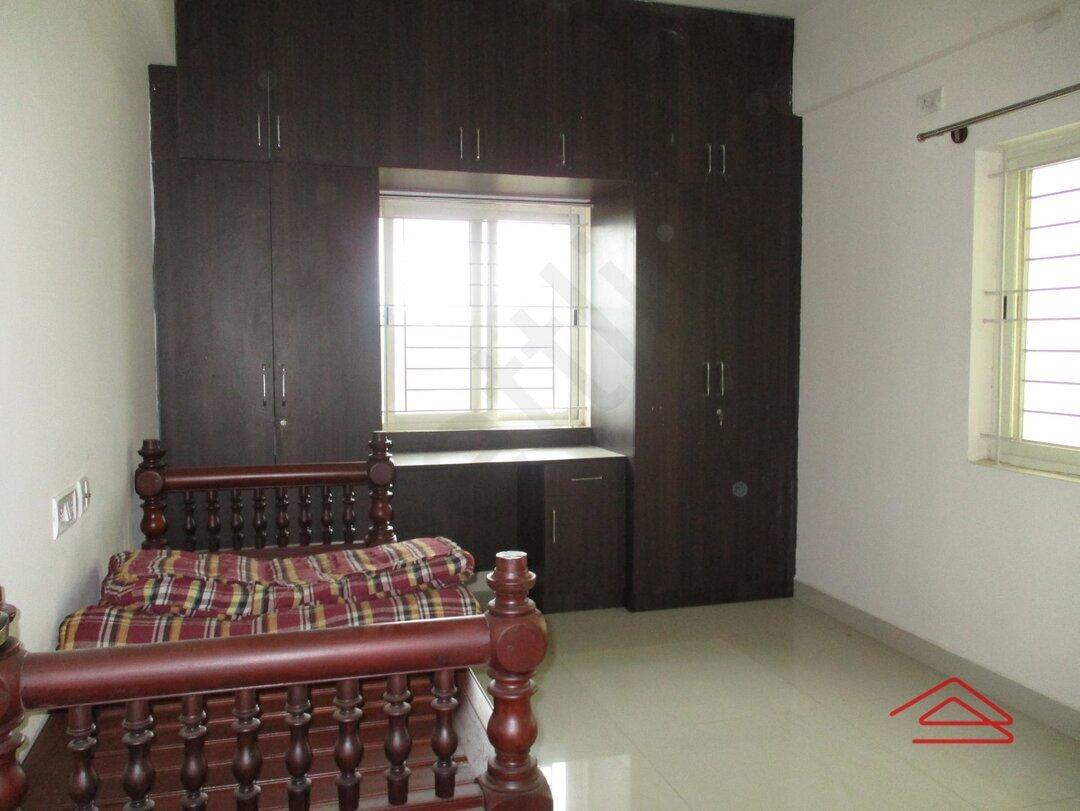 15S9U01107: Bedroom 1