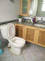 RFB911: Bathroom 4