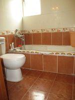 RFB911: Bathroom 5