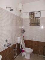 12M5U00149: Bathroom 2