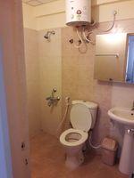 13J6U00406: Bathroom 1