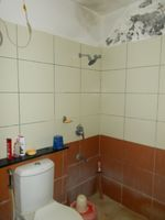 11A8U00252: Bathroom 2