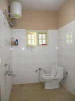 14J6U00013: bathrooms 2