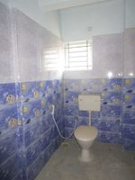 13J7U00200: Bathroom 1