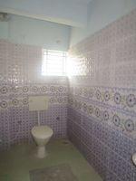 13J7U00200: Bathroom 2