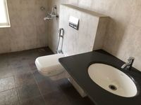 13J6U00153: Bathroom 1