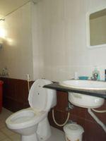 13M5U00016: Bathroom 1