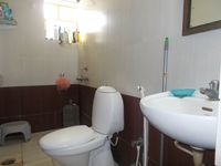 13M5U00016: Bathroom 2