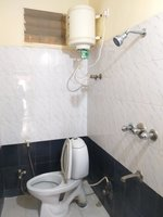 13S9U00025: Bathroom 2