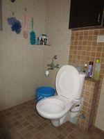 13M5U00376: Bathroom 1