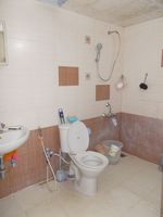 13A4U00029: Bathroom 1