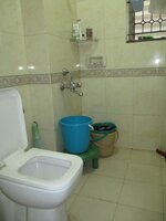 15J7U00700: Bathroom 2
