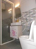 13S9U00028: Bathroom 1