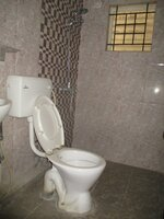 15J1U00376: Bathroom 3
