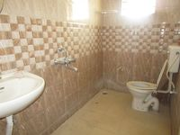 13M5U00667: Bathroom 1